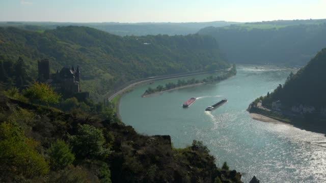 katz castle and loreley rock, st. goarshausen, rhine valley, rhineland-palatinate, germany, europe - ローカルな名所点の映像素材/bロール