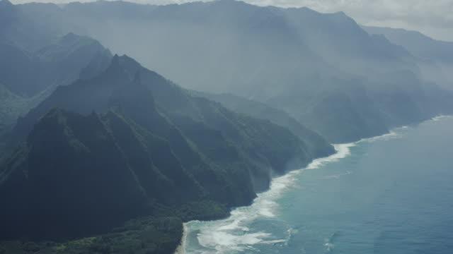 kauai, hawaii napali coast, aerial shot - gore range stock videos and b-roll footage