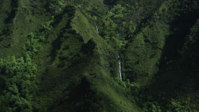 kauai, hawaii napali coast waterfall, aerial shot - gore range stock videos and b-roll footage