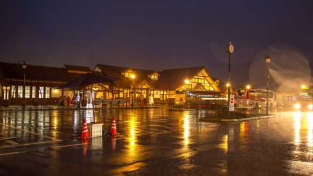 kawaguchigo 駅で雨の夜のタイムラプス撮影 - 山梨県点の映像素材/bロール