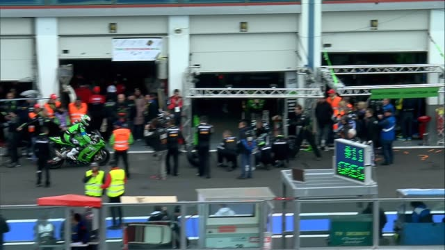 kawazaki pitstop at the the bol d'or 24 hours endurance motorcycle race at the circuit de nevers magnycours on april 20 2013 in nevers france - endurance race stock videos and b-roll footage