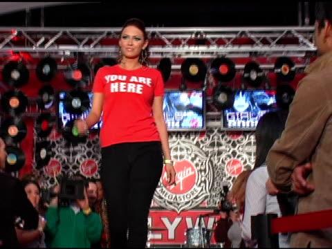 kaya jones at the virgin girls rock fashion show at virgin records in hollywood, california on may 4, 2006. - ヴァージンレコード点の映像素材/bロール