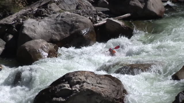 kayaker descends extreme whitewater rapid 25fps - kayak stock videos & royalty-free footage