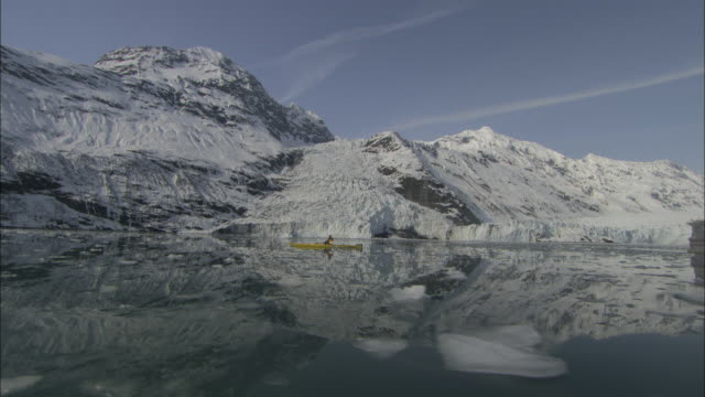 a kayaker paddles through the icy waters of prince william sound. - prince william stock videos & royalty-free footage