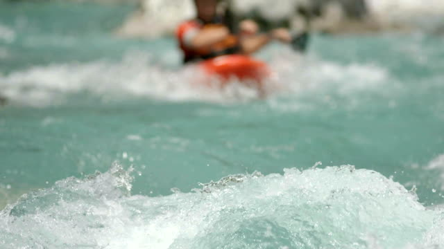 stockvideo's en b-roll-footage met hd: kayaker running a class iv rapid - peddel