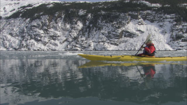 kayakers paddle through the icy waters of prince william sound, alaska. - prince william stock videos & royalty-free footage