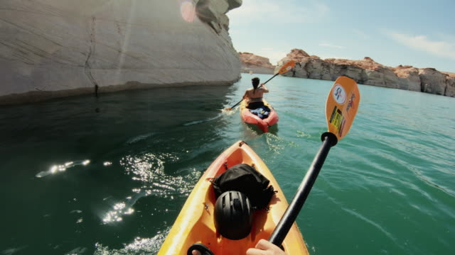 vídeos de stock e filmes b-roll de pov kayaking in canyons of powell lake recreational area - kayaking