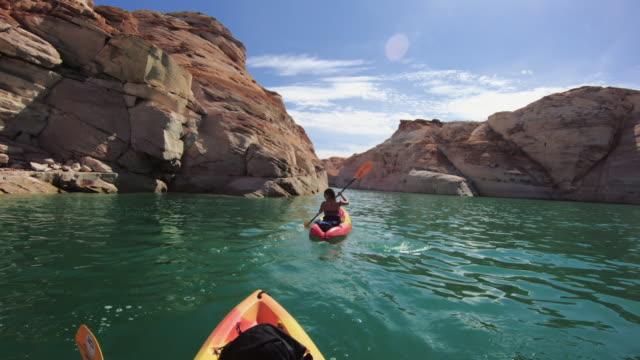 vídeos de stock e filmes b-roll de pov kayaking in canyons of powell lake recreational area - câmara vestível