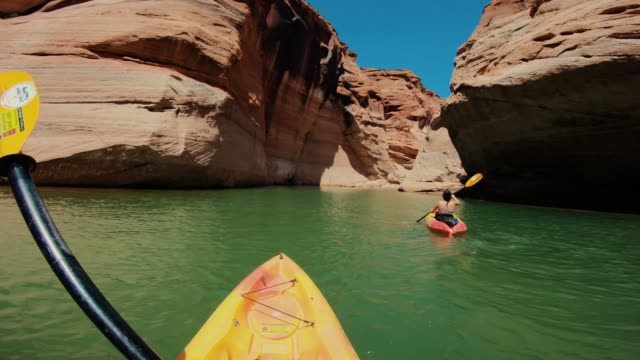 pov kayaking in canyons of powell lake recreational area - lago powell video stock e b–roll