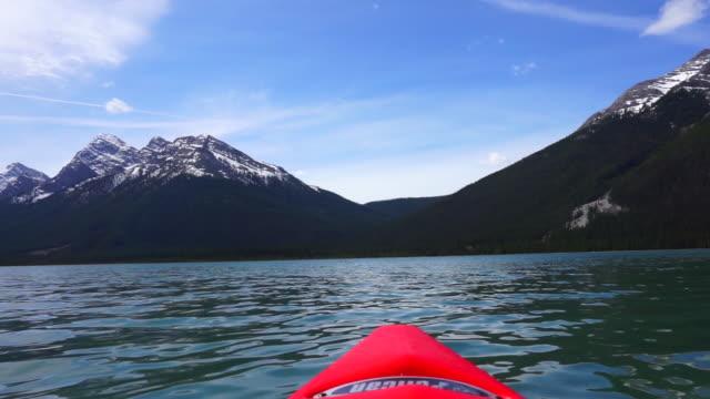 kayaking spray lake - kayaking video stock e b–roll