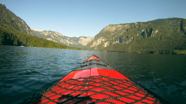 hd: kayaking - kayak video stock e b–roll