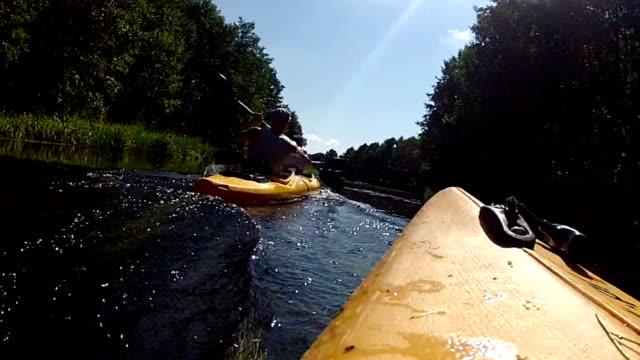 kajakfahren. - schwimmweste stock-videos und b-roll-filmmaterial