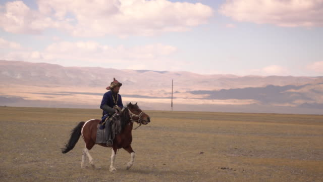 kazakh eagle hunters in mongolia compete at golden eagle festival - independent mongolia stock videos & royalty-free footage