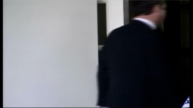 kazakhstan president visit spoof reporter 'borat' controversy usa washington white house ext nursultan nazarbayev limousine arrives at white house... - limousine stock-videos und b-roll-filmmaterial
