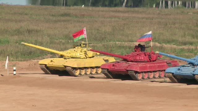 vídeos y material grabado en eventos de stock de kazakstan belarus armenia and hosts russia take part in the first every tank biathlon outside moscow clean russia hosts tank biathlon on august 17... - biatlón