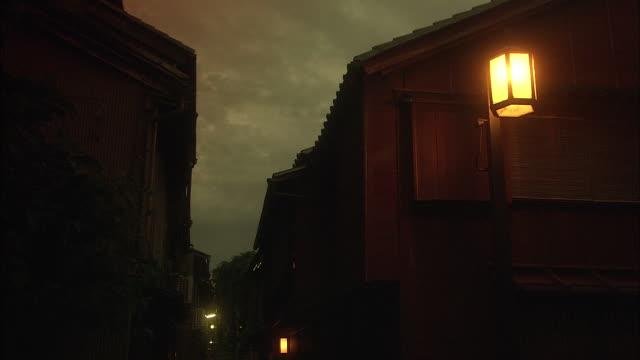 kazue-machi, traditional townscape in kanazawa, japan - electric lamp点の映像素材/bロール