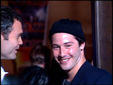 stockvideo's en b-roll-footage met keanu reeves at the 'feeling minnesota' premiere at grauman's chinese theatre in hollywood california on september 10 1996 - 1996