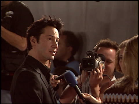 keanu reeves at the 'matrix revolutions' premiere at walt disney concert hall in los angeles california on october 27 2003 - keanu reeves stock videos & royalty-free footage