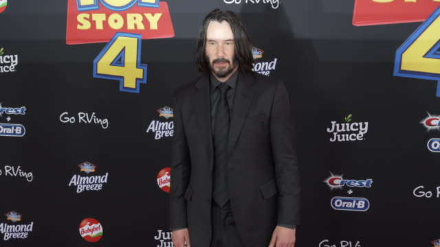 vídeos y material grabado en eventos de stock de keanu reeves at the world premiere of toy story 4 at el capitan theatre on june 11 2019 in los angeles california - cines el capitán
