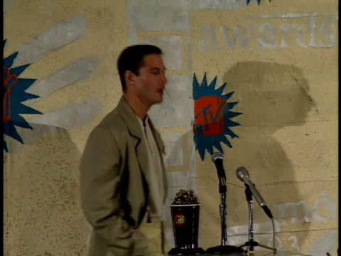 keanu reeves interviews with reporters at a press conference at the mtv music awards in 1993 - keanu reeves stock videos & royalty-free footage