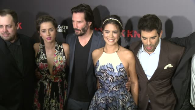 "stockvideo's en b-roll-footage met keanu reeves, lorenza izzo, ana de armas, and eli roth at the ""knock knock"" los angeles premiere at tcl chinese theatre on october 07, 2015 in... - tcl chinese theatre"