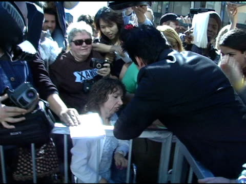 keanu reeves with fans at the keanu reeves honored with a star on the hollywood walk of fame at hollywood & highland shopping center in hollywood,... - keanu reeves stock videos & royalty-free footage