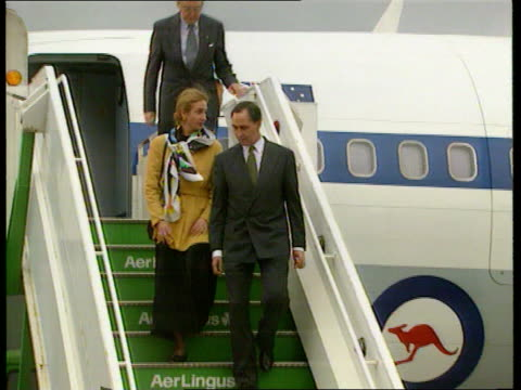 scotland balmoral ms australian pm paul keating and wife anita leaving balmoral pan rl to bv ms keating and hm queen past in limo as wave pan rl to... - confederate flag stock videos & royalty-free footage