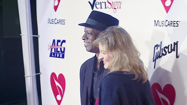 stockvideo's en b-roll-footage met keb' mo' and guest at the musicares person of the year at la convention center in los angeles california on february 9 2007 - los angeles convention center