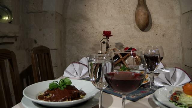 串料理とワイン - お食事デート点の映像素材/bロール