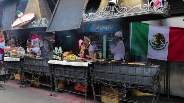 vídeos de stock, filmes e b-roll de kebab grills, izmailovsky market, moscow, russia - mercado das pulgas