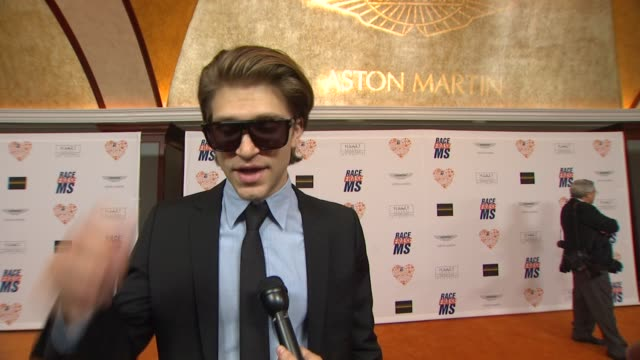 keegan allen on being a part of the night, what he appreciates about the work nancy davis is doing at the 21st annual race to erase in los angeles,... - ナンシー デイヴィス点の映像素材/bロール