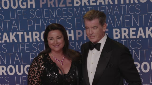 Keely Shaye Smith and Pierce Brosnan at 2019 Breakthrough Prize at NASA Ames Research Center on November 04 2018 in Mountain View California