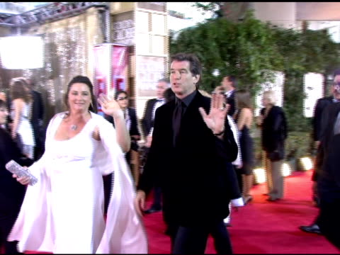 keely shaye smith and pierce brosnan at the 2006 golden globe awards arrivals at the beverly hilton in beverly hills california on january 16 2006 - keely shaye smith and pierce brosnan stock videos & royalty-free footage