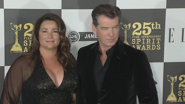 keely shaye smith and pierce brosnan at the 2010 film independent's spirit awards arrivals at los angeles ca - keely shaye smith and pierce brosnan stock videos & royalty-free footage