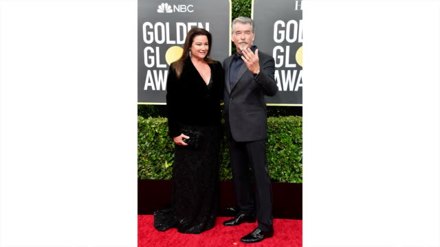 keely shaye smith and pierce brosnan attend the 77th annual golden globe awards at the beverly hilton hotel on january 05 2020 in beverly hills... - keely shaye smith and pierce brosnan stock videos & royalty-free footage