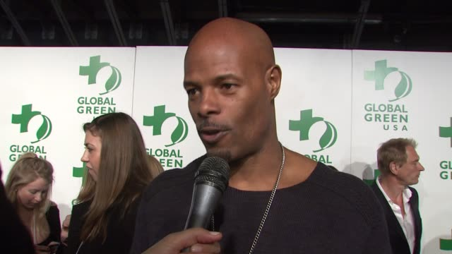 keenen ivory wayans on tonight's event and on being green at the global green usa's 6th annual preoscar party benefiting green schools at los angeles... - pre party stock videos and b-roll footage