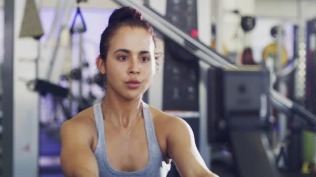 vidéos et rushes de continuer à pousser vous-même et vous verrez de grands résultats - salle de gym