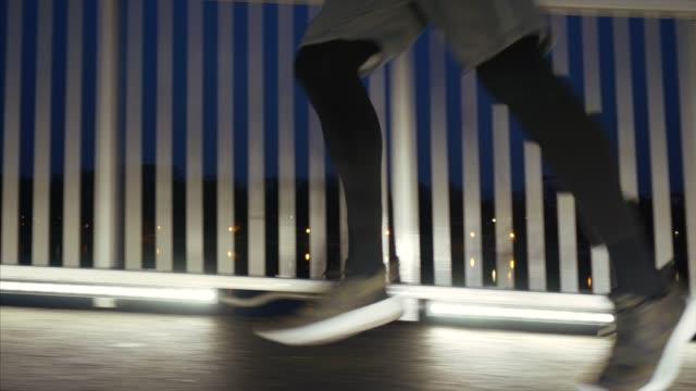 behåll träningen oavsett tid. - blurred motion bildbanksvideor och videomaterial från bakom kulisserna