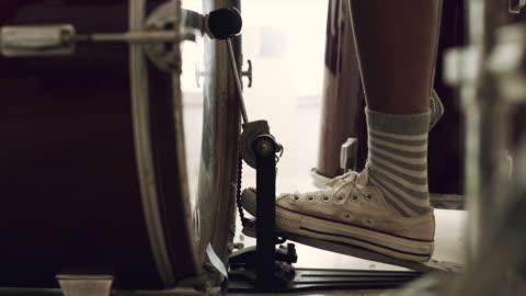 att hålla tiden - musikinstrument bildbanksvideor och videomaterial från bakom kulisserna
