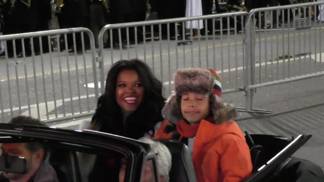 keesha sharp on hollywood blvd at the 85th annual hollywood christmas parade in hollywood in celebrity sightings in los angeles - sfilata di natale di hollywood video stock e b–roll