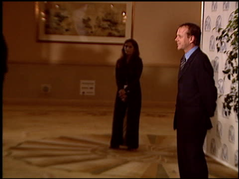 stockvideo's en b-roll-footage met keifer sutherland at the 2004 producers guild of america awards at the century plaza hotel in century city california on january 17 2004 - century plaza