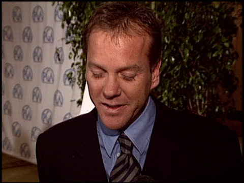 vídeos de stock, filmes e b-roll de keifer sutherland at the 2004 producers guild of america awards at the century plaza hotel in century city california on january 17 2004 - century plaza