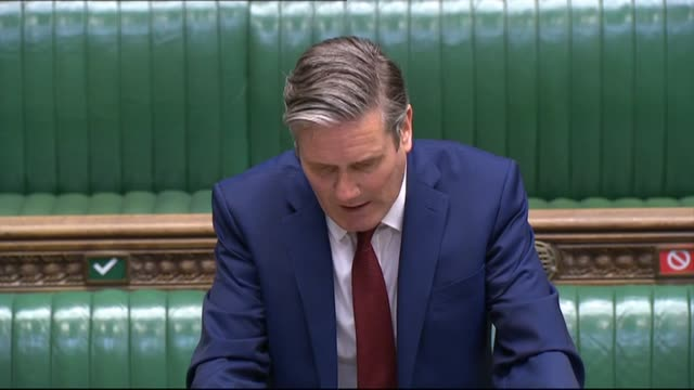 "keir starmer expresses his ""shock and anger"" at the death of george floyd as he meets boris johnson at pmqs. - domande al primo ministro video stock e b–roll"
