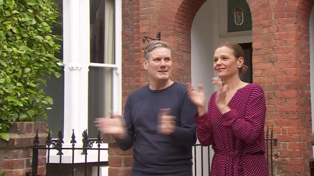 keir starmer joins 'clap for carers' to mark 72nd anniversary of the nhs england london ext sir keir starmer mp and his wife victoria starmer stand... - politics stock-videos und b-roll-filmmaterial