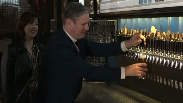 keir starmer pouring a pint - utensil stock videos & royalty-free footage