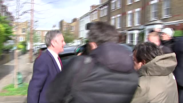 keir starmer takes responsibility for election and completes reshuffle; england: london: ext keir starmer mp departing home and along to car through... - channel 4 news stock videos & royalty-free footage