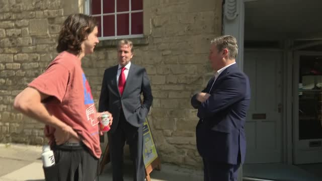 keir starmer visit to bath; england: somerset: bath: ext keir starmer mp and dan norris on walkabout in town , chatting with people outside cafe /... - politics stock-videos und b-roll-filmmaterial