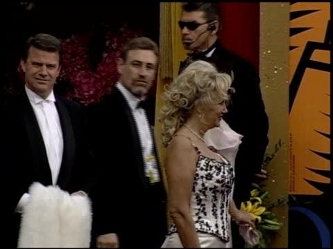 vidéos et rushes de keisha castle-hughes at the 2004 academy awards arrivals at the kodak theatre in hollywood, california on february 29, 2004. - 76e cérémonie des oscars