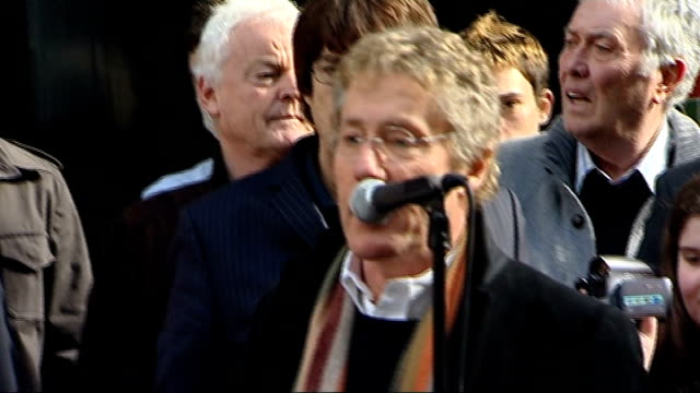 keith moon plaque unveiled; roger daltrey addressing crowd sot - keith moon definitely deserves plaque / thanks to kit moon kit moon speaking sot -... - roger daltrey stock videos & royalty-free footage