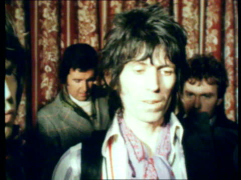 keith richards fined after drugs trial 1211977 aylesbury int mick jagger and keith richards into room after verdict keith richards interview sot just... - rolling stones stock videos & royalty-free footage